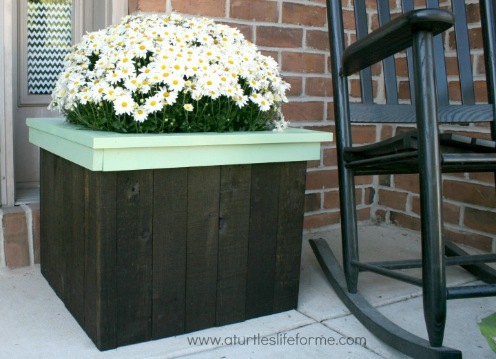 flower-planter-box-pallets-1-720x522