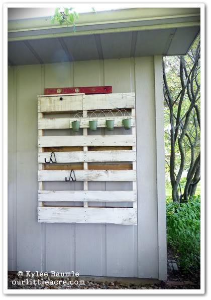 http://ourlittleacre.blogspot.com.au/2012/08/diy-my-lowes-creative-ideas-pallet.html
