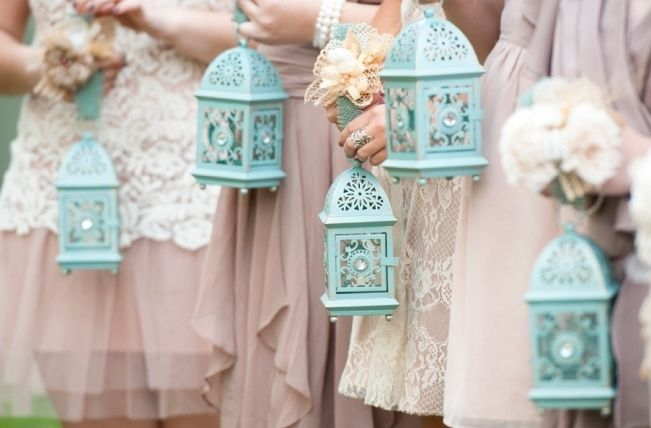 http://chicvintagebrides.com/index.php/flowers/10-alternative-bridesmaid-bouquets/